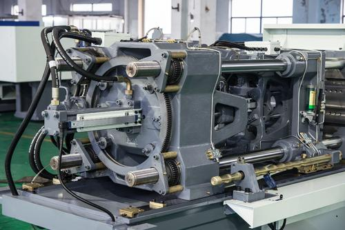 What are the accessories of the vertical injection molding machine, do you know?